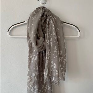 Accessories - Soft white and grey heart scarf